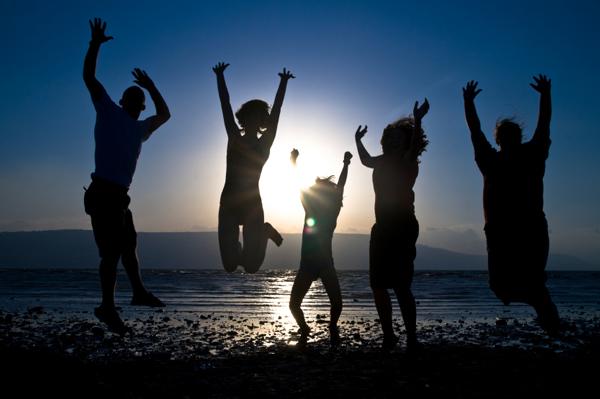 family-on-beach-in-israel_gwccnf